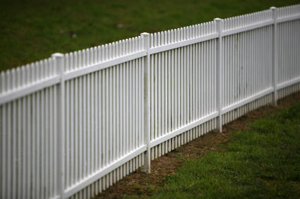 Have You Seen All Of These White Vinyl Fences Lately For The Last Fif Years Florida Has Been Fasted Growing Fence Market In Country